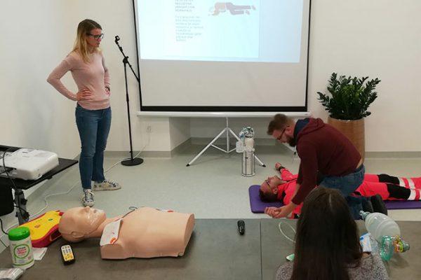 Svetovni dan oživljanja za obnovo znanja TPO z uporabo AED